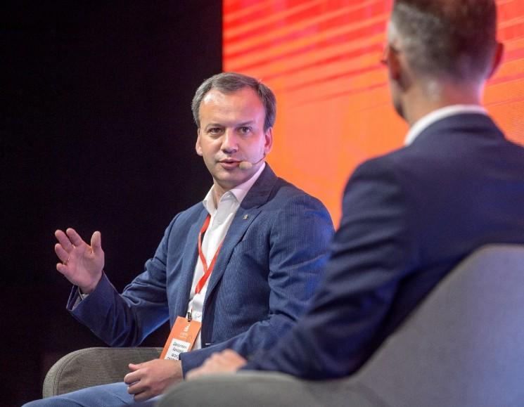 Председатель фонда «Сколково» Аркадий Дворкович поделился своими взглядами на проблему импортозамещения ИТ в госкорпорацих и госкомпаниях